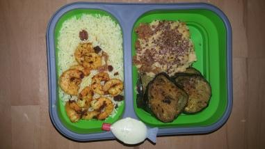 Crevettes sautées, riz, aubergine frites et purée de légumes