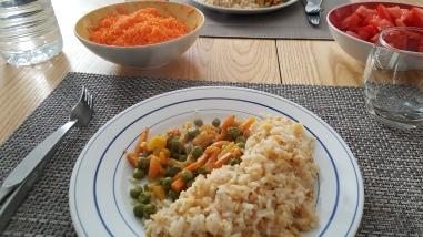 Carottes rappées, riz et juliennes de légumes